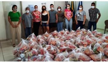 Equipe mobilizada para a entrega dos kits de alimentação escolar (Divulgação: PM Lucélia).