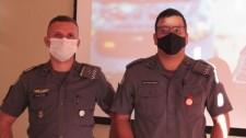 Policiais militares que salvaram bebê engasgado são homenageados pelo comando regional da PM