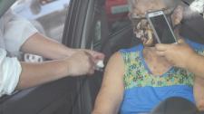 Saúde realiza drive-thru nesta quinta-feira (22) para vacinar idosos de 65 e 66 anos