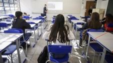 SP pagará R$ 1 mil a estudantes do ensino médio para mantê-los na escola