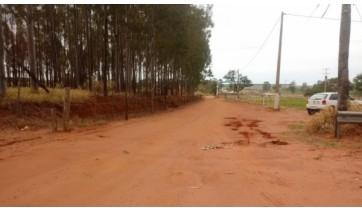 Após decisão judicial, Eixo SP remove defensas metálicas que bloqueavam estrada rural em Parapuã