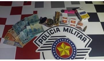 Em Inúbia, PM localiza maconha e cocaína no carro; o condutor, morador em Pracinha, dirigia bêbado