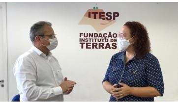 Prefeita participa de reunião no Itesp para tratar de regularização fundiária