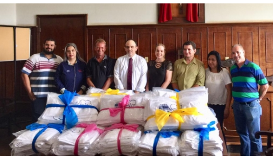 Instituições e parceiros produzem 4.791 roupas de cama e doam para hospitais e entidades da região