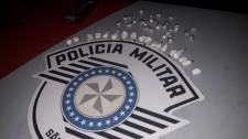 Traficante é preso pela PM em Lucélia após tentar ocultar droga na boca e resistir à abordagem