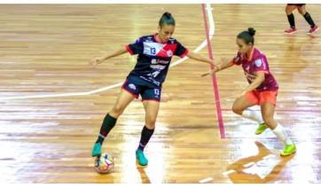 Atleta de Lucélia, Carol Anizia, é destaque no futsal feminino