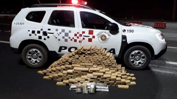 Prisão do bando e apreensão da droga se deram na praça de pedágio entre Lucélia e Inúbia Paulista, pela SP-294 (Divulgação/PM).