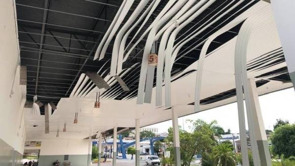 Forro instalado no terminal rodoviário desabou (Reprodução/Facebook/Sergio Caldeira).