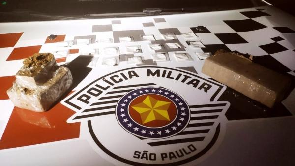 Droga e objetos apreendidos pela Polícia Militar (Cedida/PM).