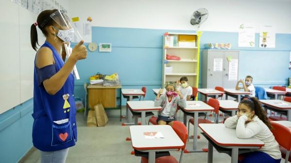 Primeira etapa da imunização para a Educação terá início no dia 12 de abril, para servidores e funcionários da educação, a partir de 47 anos (Foto: SEDUC/SP).