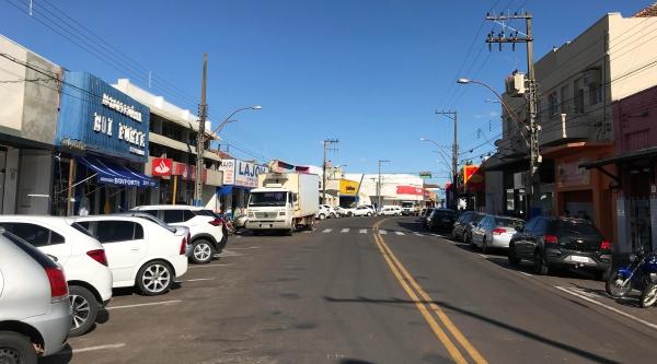 Avenida Internacional, centro comercial de Lucélia (Foto: Aqui Lucélia).