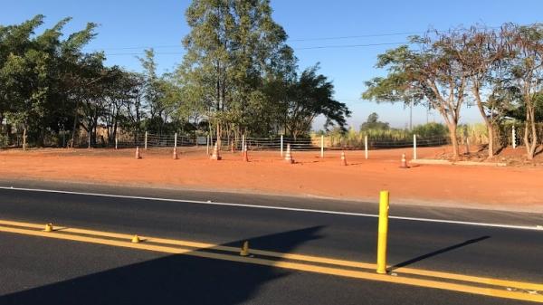 Dois acessos, nas proximidades da praça de pedágio, foram fechados (Foto: Aqui Lucélia).