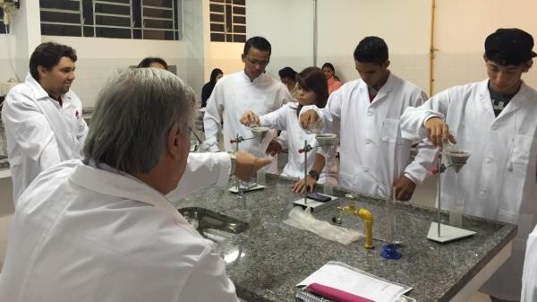 Estudantes da Etec Engenheiro Herval Bellusci (colégio agrícola). Escola tem vagas abertas no Vestibulinho (Divulgação).