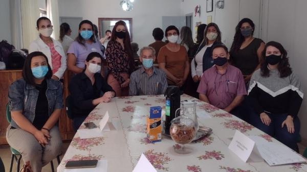 Representantes da Instituição Capaz e do Conselho Municipal da Assistência Social de Lucélia (Divulgação/Capaz).