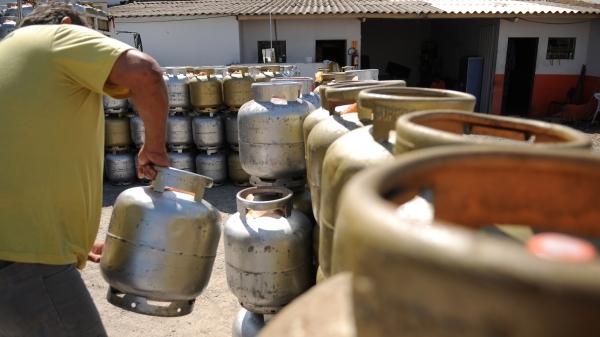 Gás de cozinha fica mais caro (Foto: Pedro Ventura/ Agência Brasília).