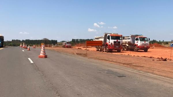 Trânsito pela SP-294 terá desvio no trecho Lucélia/Inúbia Paulista, a partir da próxima sexta-feira (27), em razão de obras de construção da praça de pedágio (Foto: Siga Mais).