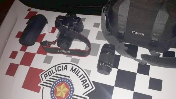 Equipamentos fotográficos foram recuperados pela Polícia Militar e crime esclarecido (Cedida/PM).