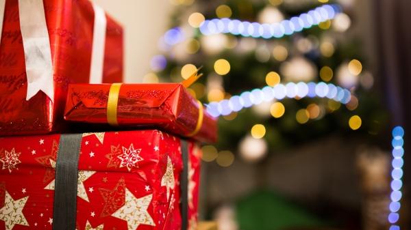 Comércio tem horário ampliado para facilitar as compras de fim de ano (Imagem: Pexels).