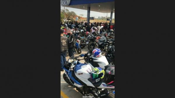 Polícia Militar constatou aglomeração de motoqueiros em um estabelecimento de Osvaldo Cruz (Divulgação/PM).