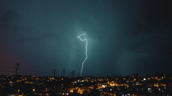 Nos 24 municípios atendidos pela Energisa Sul-Sudeste na região de Presidente Prudente, a distribuidora registrou em 2019, aproximadamente, 70 mil raios (Imagem: Bruno Henrique/Pexels).