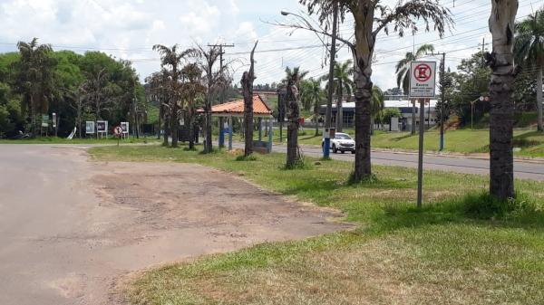 Placas na avenida Francisco Antônio Fortunato, na região de quiosques, na Via de Acesso (Divulgação/PML).
