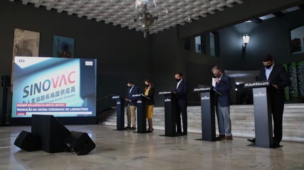 Coletiva de imprensa realizada nesta segunda-feira (28) no Palácio dos Bandeirantes (Foto: Governo de SP).