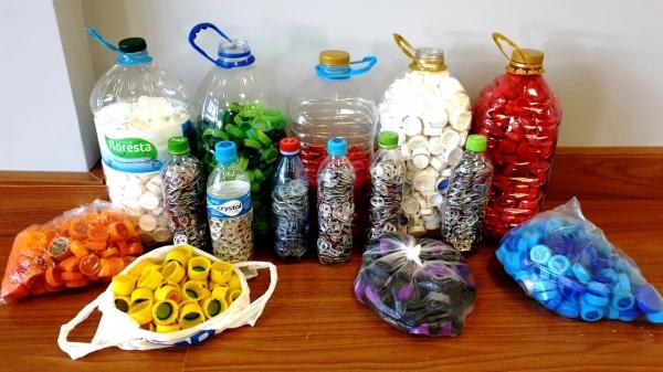 Campanha coleta tampas plásticas e lacres de latas de alumínio (Imagem: Sesc/RS).